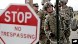 سربازان آمریکایی در مرز آمریکا و مکزیک مستقر شده اند.