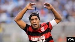 Ronaldinho ha sido excluido de la selección brasileña en otros ocasiones por su poca disciplina, libertinaje y falta de forma.