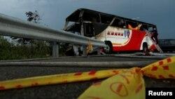 19일 타이완 타오위안 공항으로 향하던 중 화재가 발생한 중국인 관광버스.