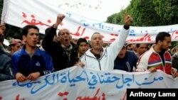 Para warga pengangguran Tunisia melakukan demonstrasi di ibukota Tunis, Jumat (22/1).