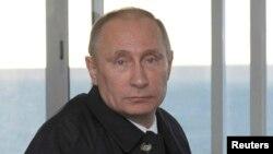 El presidente ruso, Vladimir Putin, defiende su medida de recortar el personal de la misión diplomática de EE.UU. en Rusia.