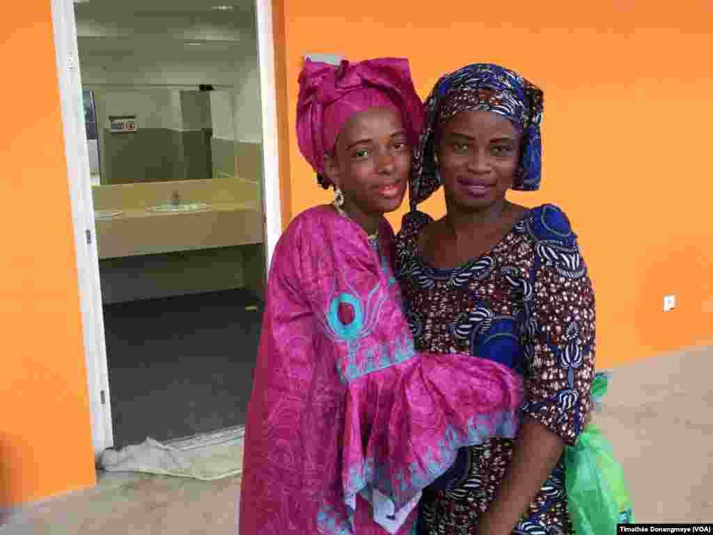 Des supportrices maliennes se rendent au stade d'Oyem, au Gabon, le 25 janvier 2017. (VOA/Timothée Donangmaye)