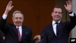 Рауль Кастро и Дмитрий Медведев