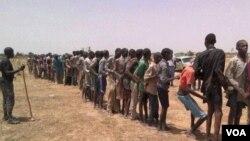 اردوی نایجریا به گلوله باری دسته جمعی بر اعضای مظنون بوکو حرام متهم شده است