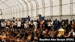 Les participants de la 17e édition du camp de la NBA, à Dakar, Sénégal, le 28 juillet 2019. (VOA/Seydina Aba Gueye)