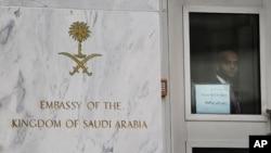 Mlango mkuu wa ubalozi wa Saudi Arabia mjini Washington DC, October 11,2011