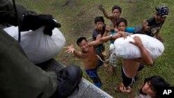 菲律賓救災行動正加速進行(11月17日照片)