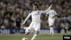 Gelandang LA Galaxy David Beckham memperpanjang latihan dengan klub Inggris Tottenham Hotspur. Hotspur berniat meminjam Beckham, tapi tidak diizinkan Galaxy. (Foto dok)