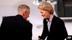 """Mattis ha dicho a los aliados europeos que la seguridad estadounidense está ligada a la de Europa, describiendo el principio de defensa colectiva de la OTAN como un """"compromiso básico""""."""