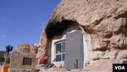 شاروالی بامیان میگویند که مغاره ها برای باشندگان آن به منبع درآمد تبدیل شده است
