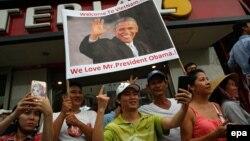 Người đân đổ ra đường chào đón Tổng thống Barack Obama ở Tp. Hồ Chí Minh, ngày 24 tháng 5 năm 2016.