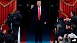 """El Vaticano difundió un comunicado en inglés, donde felicitó al republicano y le pidió que no se olvide de los """"pobres, marginados y necesitados"""" al iniciar su mandato."""