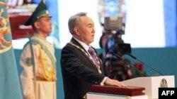 Nursulton Nazarboyev 8 aprel kuni yana bir bor prezidentlik qasamyodini keltirdi.