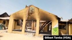 Une école incendiée à Abuja, le 25 mars 2021.
