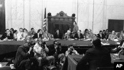 TV prenos procesa opoziva predsednika Ričarda Niksona u američkom Kongresu 1973. godine.