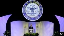 Al hablar ante la Asociación Nacional para el Progreso de los Afroestadounidenses (NAACP), Holder volvió a referirse al juicio de Zimmerman.
