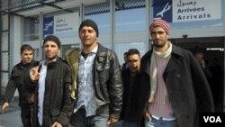 Sebagian pengungsi dari Tunisia yang bermaksud melintas perbatasan dari Italia ke Perancis, Miinggu (17/4).