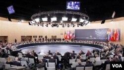 KTT NATO di Lisabon, Portugal 20-21 November 2010 yang merumuskan strategi baru NATO untuk menghadapi tantangan-tantangan baru di masa depan.