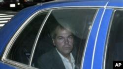 约翰·金克莱到达华盛顿美国地区法院接受审判。(资料照片)