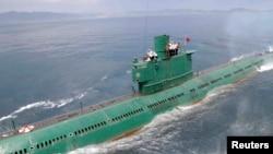 지난 6월 북한 조선중앙통신이 김정은 국방위원회 제1위원장이 동해 잠수함 부대인 제167군부대를 방문, 직접 탑승해 훈련을 지도했다고 보도했다.