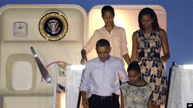 성탄절 연휴를 보내기 위해 하와이 호놀룰루에 도착한 바락 오바마 대통령 가족