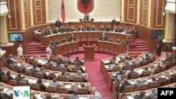 Tiranë: Parlamenti i heq imunitetin deputetëve socialistë