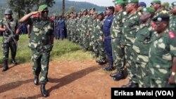 Mokonzi ya mampinga ya RDC (FARDC) Général Célestin Mbala Musese apesi baso losaka na Beni, Nord-Kivu, 11 décembre 2019. (VOA/Erikas Mwisi)