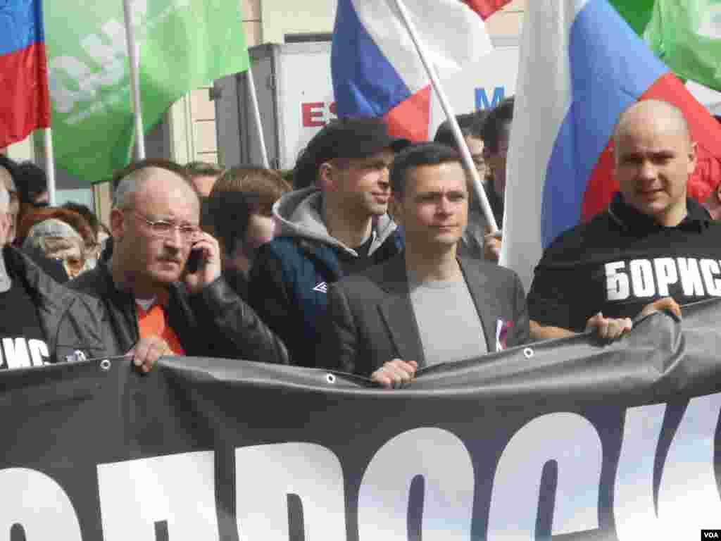 Специально для участия в участия в первомайской демонстрации в Санкт-Петербург приехал Илья Яшин