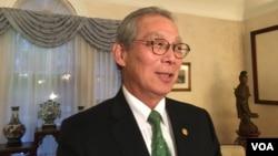 台湾驻美代表高硕泰2018年11月30日在双橡园接受华文媒体采访(美国之音钟辰芳拍摄)