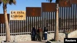 На американо-мексиканской границе. Тихуана, Мексика