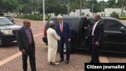 John Kerry yayinda yake isa fadar Muhammad Buhari ta Aso Rock dake Abuja