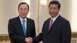 UN Secretary General Ban Ki-moon (L) shakes hands with Chinese President Xi Jinping at the Great Hall of the People in Beijing, June 19, 2013.