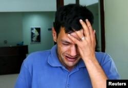 Abdullah Kurdi, ayah Aylan Kurdi yang berusia tiga tahun, menangis ketika ia meninggalkan kamar mayat di Mugla, Turki, 3 September 2015.