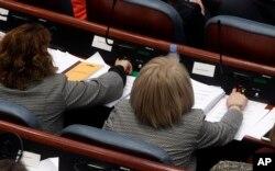 Trenutak glasanja za ustavne amandmane, u skupštini Makedonije, 11. januara 2019.