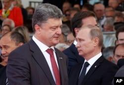 Ukraine's President-elect Petro Poroshenko, left, walks past Russian President Vladimir Putin during the commemoration of the 70th anniversary of the D-Day in Ouistreham, western France, June 6, 2014.