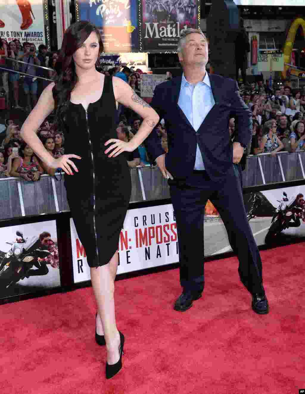 Nyu-York -Times Square - Aktyor Alek Boldvin və qızı İrland Boldvin