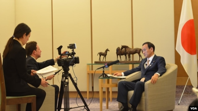 Japan's Chief Cabinet Secretary Yoshihide Suga speaks to VOA's Steven Herman, Tokyo, Japan, February 4, 2013.