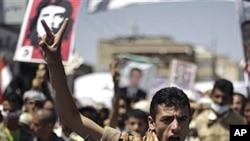 28일 사나에서 시위하는 전 예멘 군인