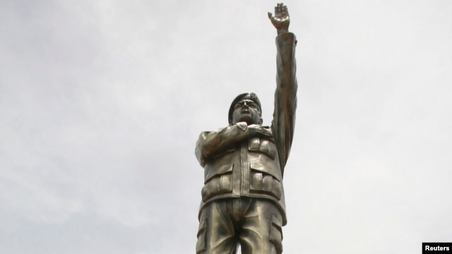 A statue of Venezuela's former president Hugo Chavez at the main avenue of the Riberalta town in Beni Province, at the northeast of La Paz, Nov. 6, 2013.