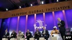 Bill Klinton global muammolarga yechim qidirish bilan band