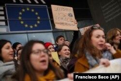 Акція присвячена Міжнародному жіночому дню відбулась під будівлею Європарламенту в Бельгії