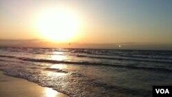 Günəş dənizdə batır
