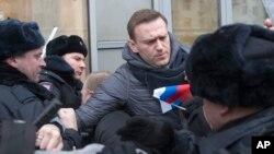 Алексей Навальный (в центре). Москва, Россия. 28 января 2018 г.