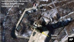 Gambar satelit yang ditangkap oleh GeoEye dan dirilis oleh 'North Korea Tech' dan '38 North' ini menangkap adanya salju lebat yang menyelimuti sarana peluncuran watelit Sohae di Tongchang-ri, Korea Utara (4/12). Salju lebat ini diperkirakan akan menunda rencana peluncuran satelit Korea Utara yang menurut rencana akan mulai diluncurkan tanggal 10 Desember mendatang.