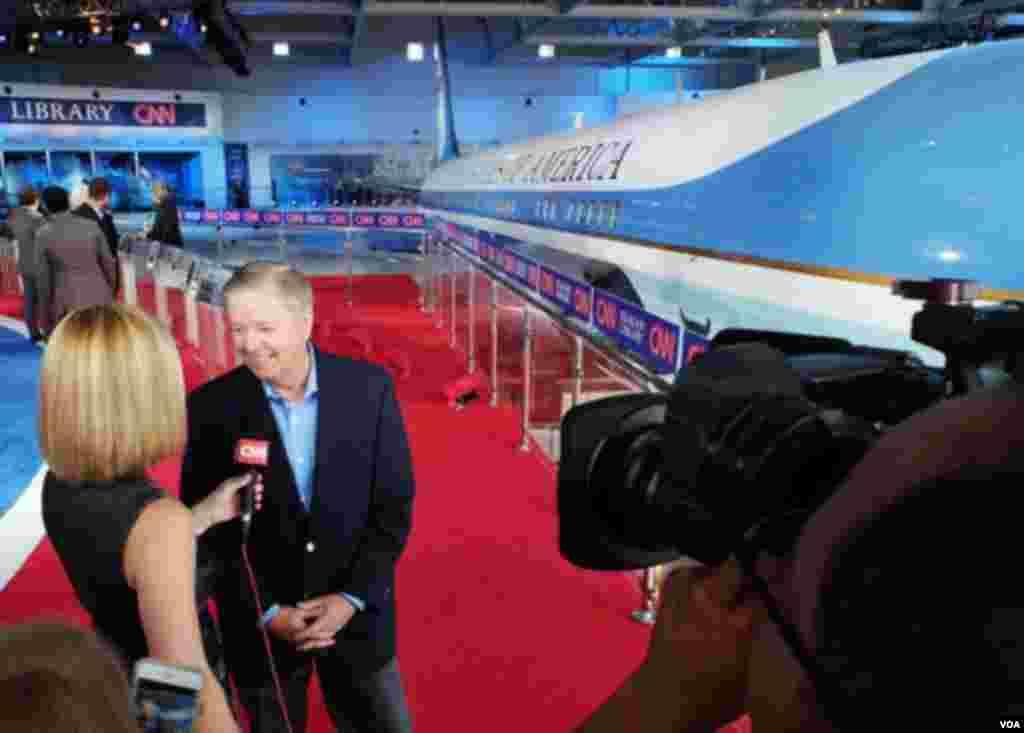 لیندزی گراهام از جمله نامزدهایی بود که جزو ۱۱ نفر برتر جمهوریخواهان در نظرسنجی نیست و به همراه سه نفر دیگر در مناظره ابتدایی شرکت کرد.