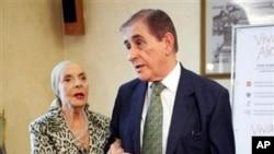 Tokoh Penari Balet Kuba, Alicia Alonso (kiri) dan suaminya Fernando Alonso saat menghadiri pertemuan di Moskow, Rusia, Agustus 2011 (Foto: dok). Media pemerintah Kuba melaporkan Fernando Alonso, salah satu pendiri Balet Nasional Kuba ini tutup usia di usianya yang ke-98 tahun.