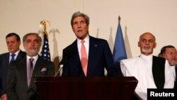 Ngoại trưởng Hoa Kỳ John Kerry nói chuyện bạo một cuộc họp báo