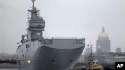 法國的直升機航空母艦曾於2009年停泊在聖彼得堡港口(資料圖片)