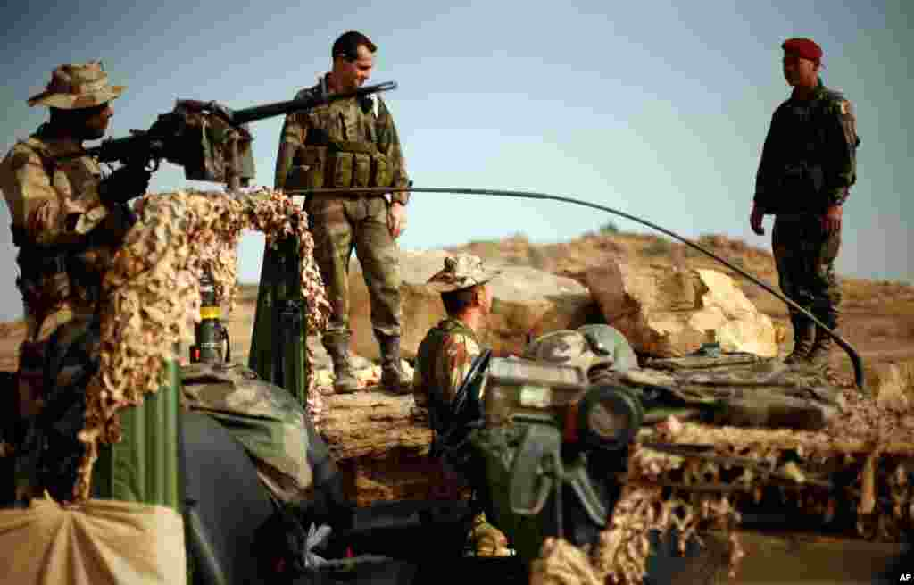 French soldiers at an observation post outside Sevare, Mali, about 400 miles north of the capital Bamako, January 24, 2013.
