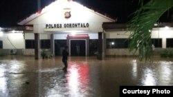 Kantor Polsek Gorontalo terendam banjir. (Courtesy: BNPB)